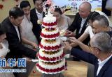 洛阳一社区举行集体婚礼 老人圆了婚纱梦