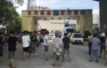 杭州一水泥厂储罐掉落压塌房屋:已致三死一伤,原因正调查