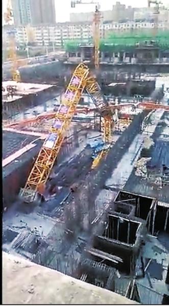 林州一在建住宅项目塔吊倾斜