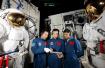 从飞行员中千里挑一!中国首批航天员的飞天之路