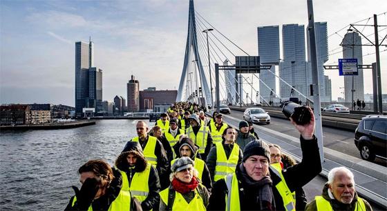"""法国""""黄背心""""抗议示威运动扩散至欧洲多国"""