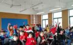 """杭州一老师发""""红包"""":有学生作业被减免,有人得试卷一套"""