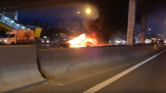 特斯拉电动汽车在俄撞车 起火后两次爆炸