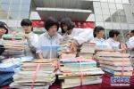 承德琢酒举办公益盛典 向宽城第三小学捐赠价值10万元图书