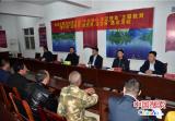 鲁山县委书记杨英锋夜入贫困村与群众话脱贫