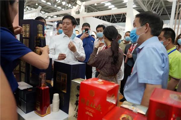 洛阳市长刘宛康深情推介杜康 点赞匠心品质